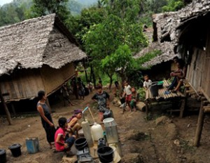 မယ္လ ဒုကၡသည္စခန္း( ဓာတ္ပုံ - ရုိက္တာ)