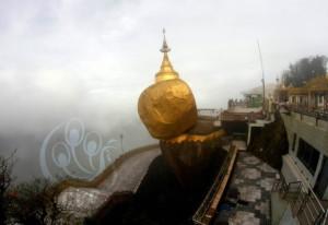 In-the-morning-mist-Kyaiktiyo-Pagoda-looks-spectacular-622x428
