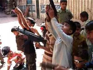 Pakistan_Toy_Guns_web_131109_672