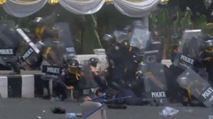 2014-02-18T114506Z_1_LOVEA1H0WN5QX_RTRMADP_BASEIMAGE-960X540_THAILAND-VIOLENCE-O