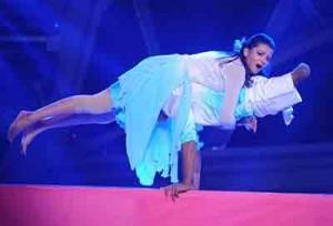 India_Limbless_Dancer_web_140308_672