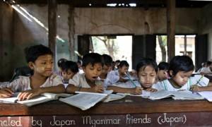MDG : Education in Burma :  Burmese children work at a school in Bago
