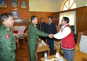 Min Aung Hlaing meet ethnic group