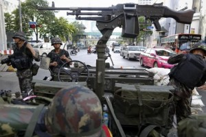 Thai soldiers take their positions in the middle of a main intersection in Bangkok's shopping district