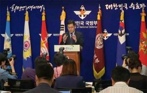 ကိုုရီးယားစစ္တပ္ေျပာခြင့္ရ သတင္းစာ ရွင္းလင္းပဲြ ျပဳလုပ္ေနစဥ္