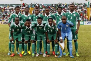 Nigeria's players line up for a team photo before their 2014 World Cup qualifying soccer match against Malawi in Calabar