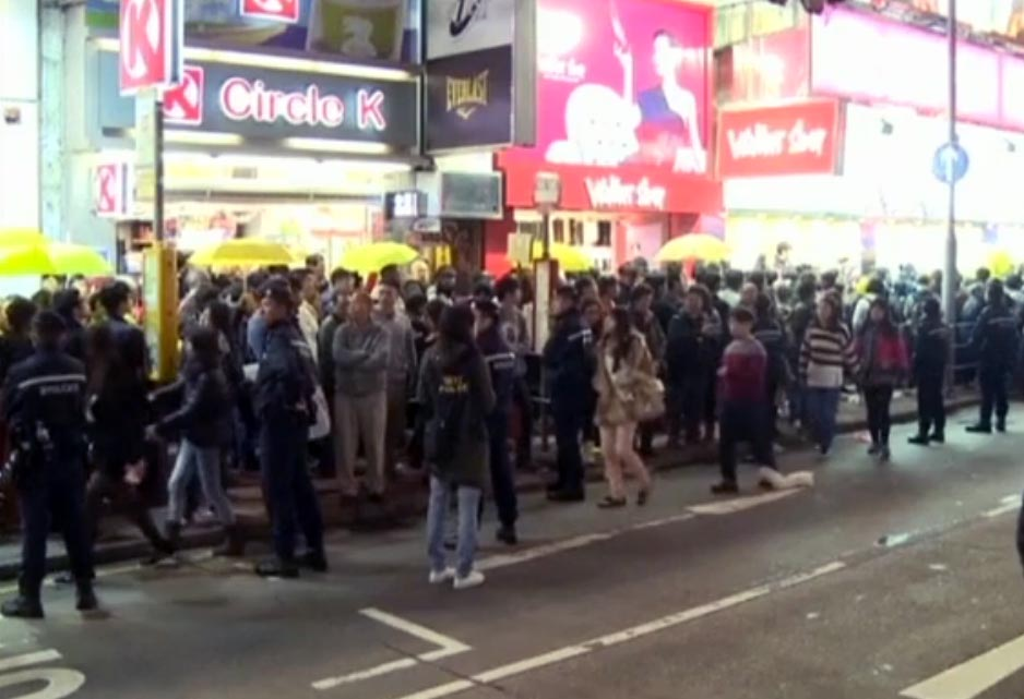 Hong Kong police stop hundred illegal protesters on Christmas