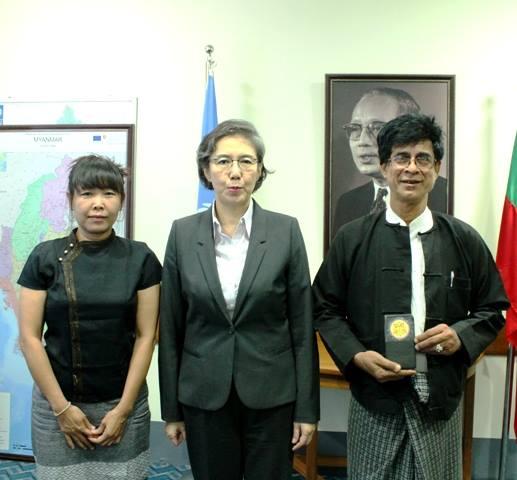 မသႏၱာ၊ မစၥ ယန္ဟီးလီ၊ ေရွ႕ေန ေရာဘတ္ဆန္းေအာင္ (ဓာတ္ပုံ - United Nations Information Centre Yangon)