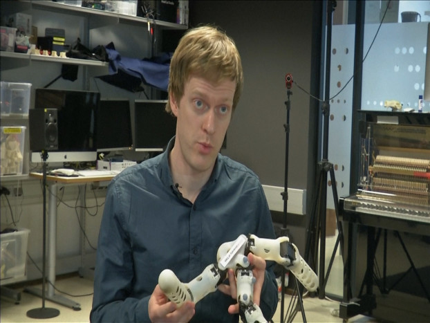 35.3D printed robots adapt themselves to their surroundings