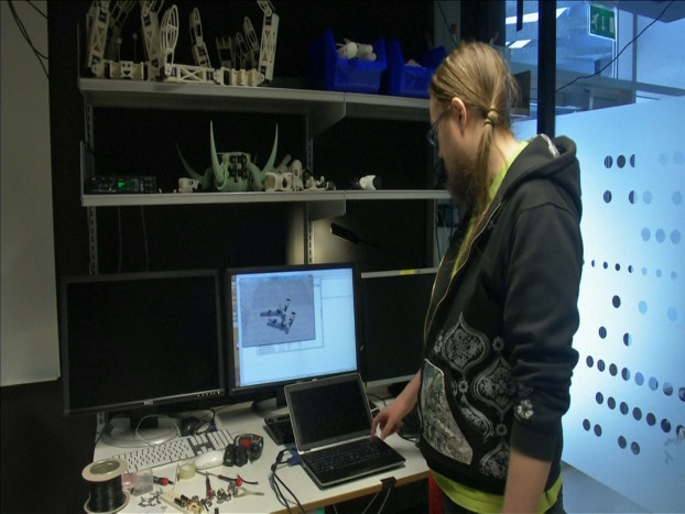 38.3D printed robots adapt themselves to their surroundings