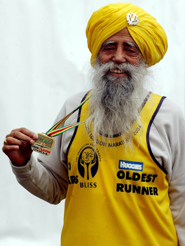 The oldest runner in the London Marathon 93-year-old Fauja Singh poses for photographers after finishing, April 18, 2004. REUTERS/David Bebber  BEB/MD/JV - RTRVRY6