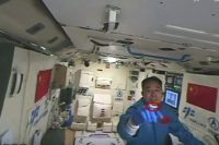 tiangong-2-astronauts-feed-silkworms-work-out-on-special-running-machine