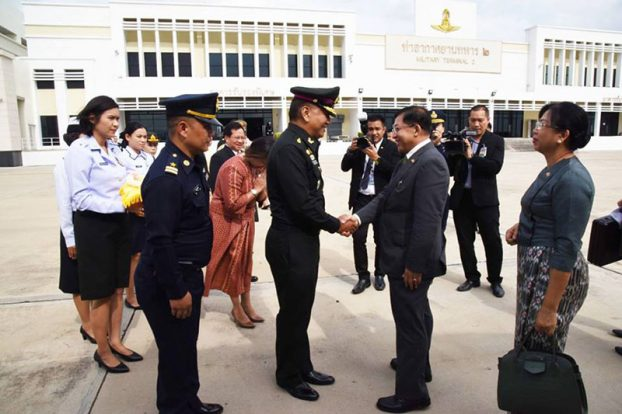 Senior General Min Aung Hlaing arrive at Thai 1
