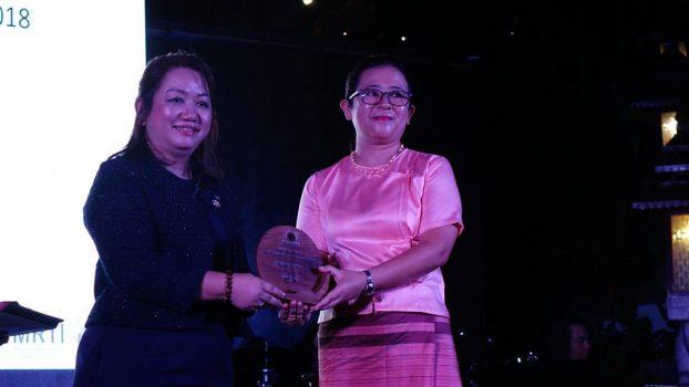 Tourism award11-Thuzar Linn