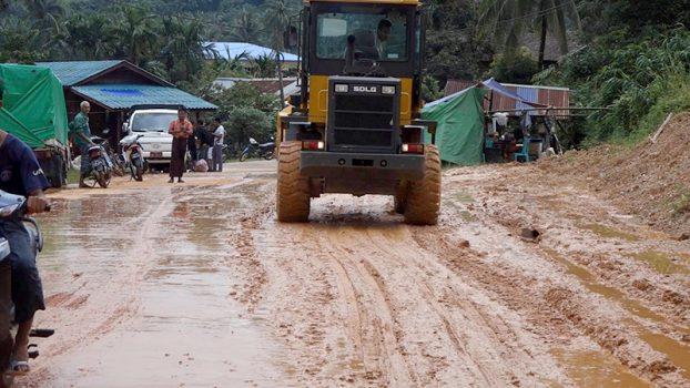 rebuilding ThaNhinTharYi water float 2